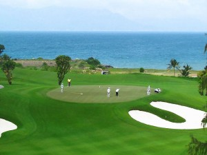 Sân Golf 27 lỗ hiện đại